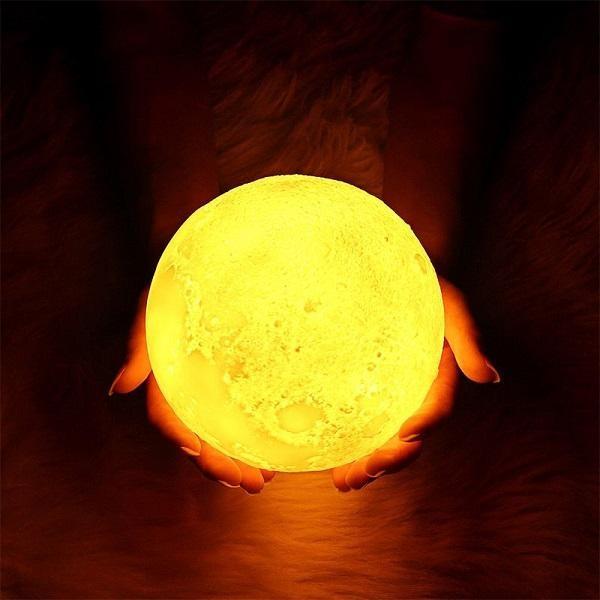 Lampa de veghe pentru copii Moon 3D, 8cm, cu suport lemn,